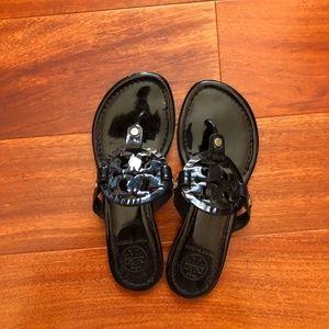 TORY BURCH - Miller sandal black patent (Size 5.5)
